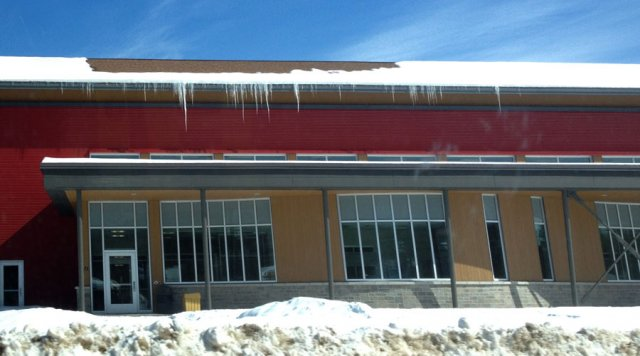 How to fix ice dams on roofs green home guide ecohome for Green home guide