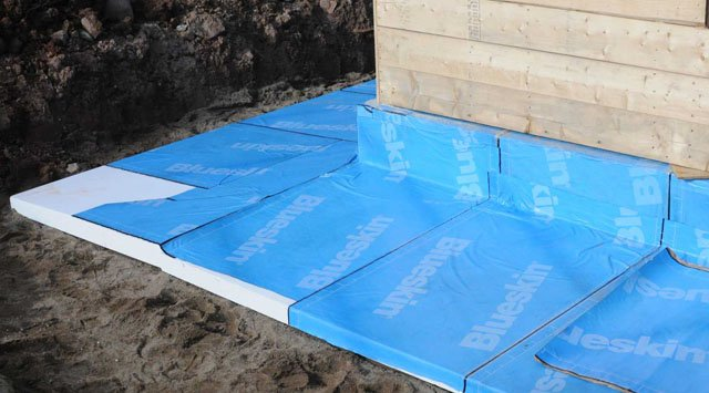 Foundation skirt insulation