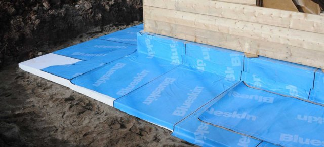 Skirt insulation prevents soil touching foundation walls from freezing