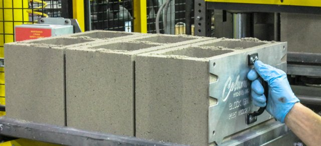 Low-emission concrete blocks