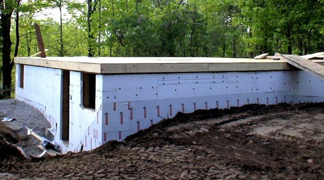 Slab on grade or a foundation and basement green home for Basement foundations construction