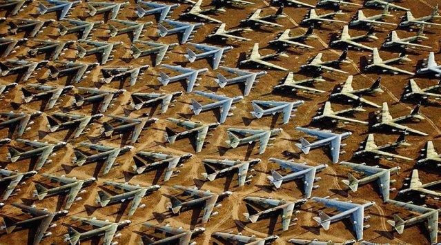 """The Boneyard"" in Arizona, the world's biggest aircraft graveyard"