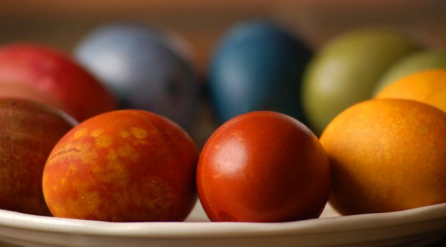 Non-toxic, naturally-dyed Easter eggs