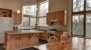 Passively-heated off-grid LEED Gold home