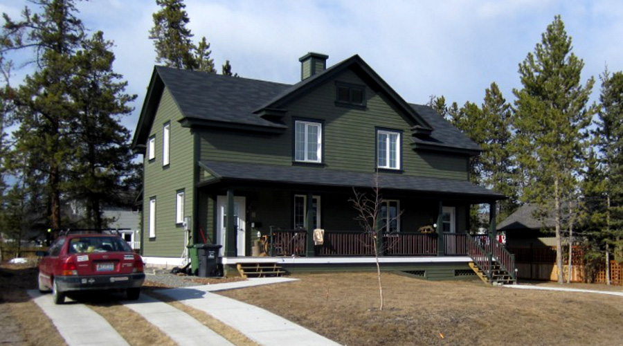 The yukon 39 s first leed certified home news ecohome for Leed cabins
