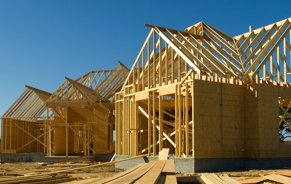 Choosing between OSB or Plywood for house sheathing for Roofs, Walls & Floors.