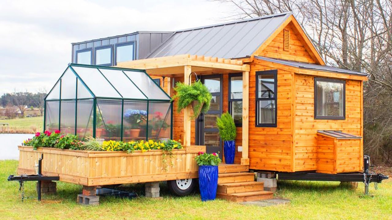 A Tiny House With A Greenhouse It S Possible But Why Ecohome
