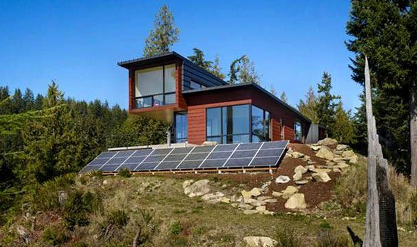Off-grid home with solar PV & Battery backup