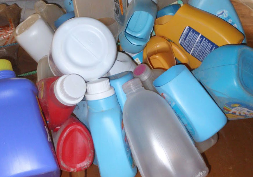 Liquid laundry soap in plastic jugs have a high carbon footprint from shipping